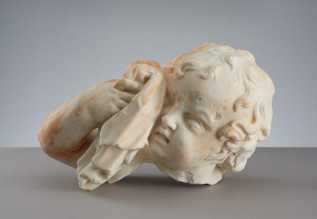 Głowa płaczącego putta z nagrobka Marii Józefy Sobieskiej z kościoła Sakramentek, MHW 25471