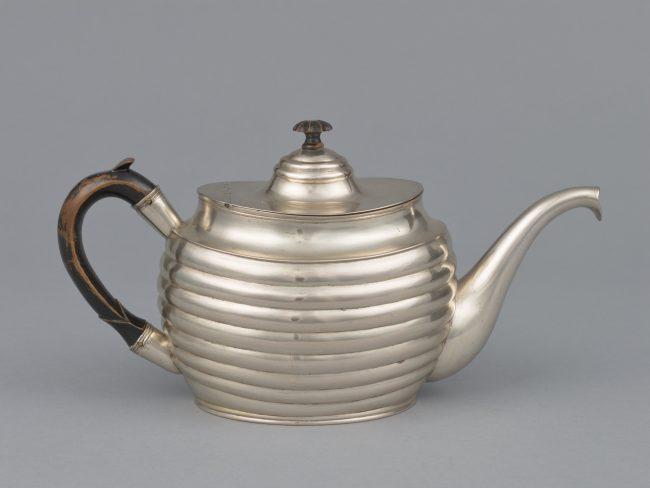 Srebrny imbryk do herbaty, MHW 17695