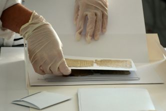 Konserwacja papieru, fot. Grażyna Kułakowska