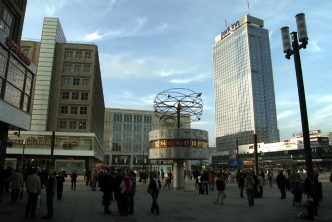 Kadr z filmu Last Exit Alexanderplatz