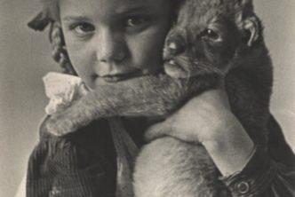 Dziewczyna z lwem, zbiory Muzeum Warszawy