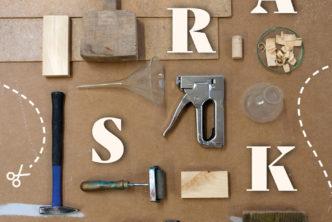 Plakat. rozłożone różne narzędzia rzemieślnicze. Napis praski sznyt.