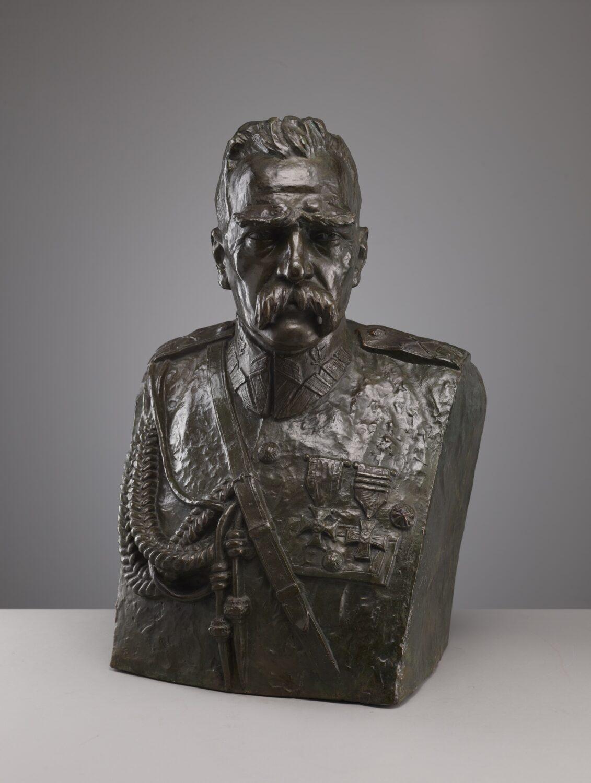 brązowe popiersie Józefa Piłsudskiego