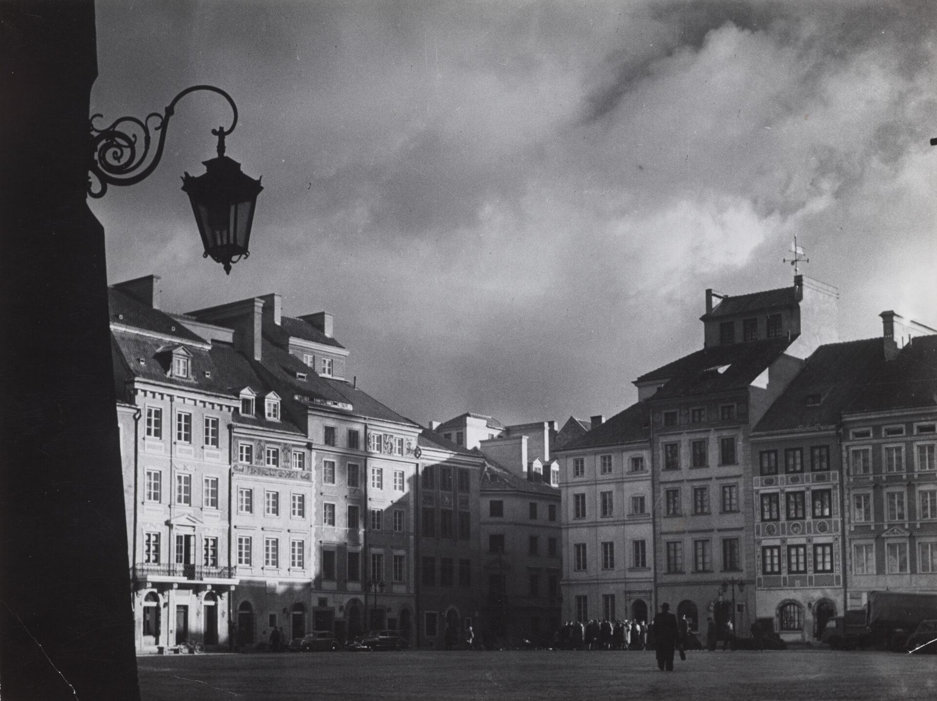 Czarno-białe zdjęcie widok naRynek Starego Miasta.
