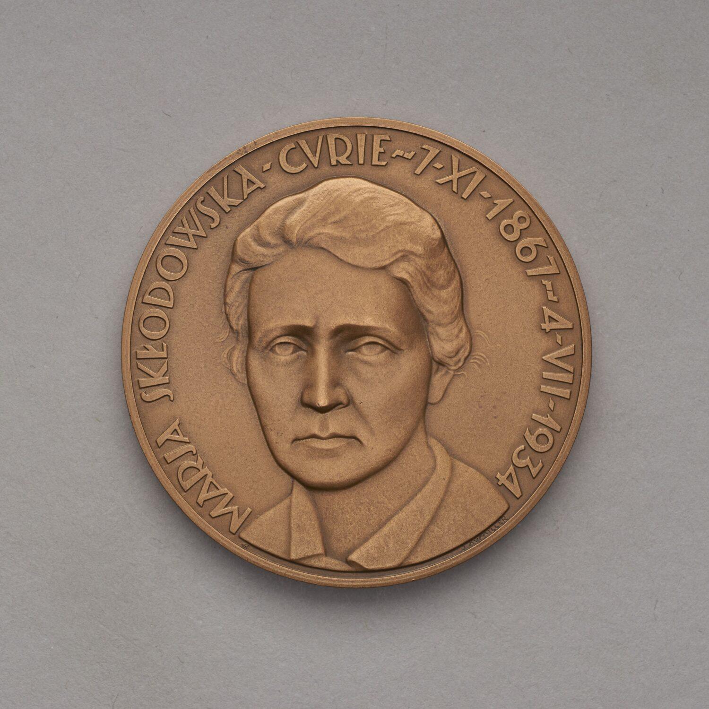 Medal zpodobizną Marii Skłodowskiej Curie.