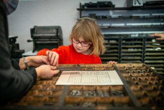 Zdjęcie Dziewczynka w Muzeum Drukarstwa